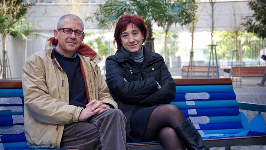 Los investigadores María Teresa Padilla y José González Monteagudo, en la Facultad de Educación de la Universidad de Sevilla