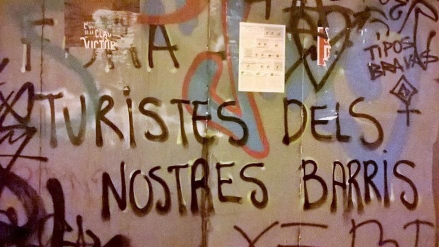 Pintada en el barrio de Gràcia, Barcelona. Foto: Esmeralda Gogó