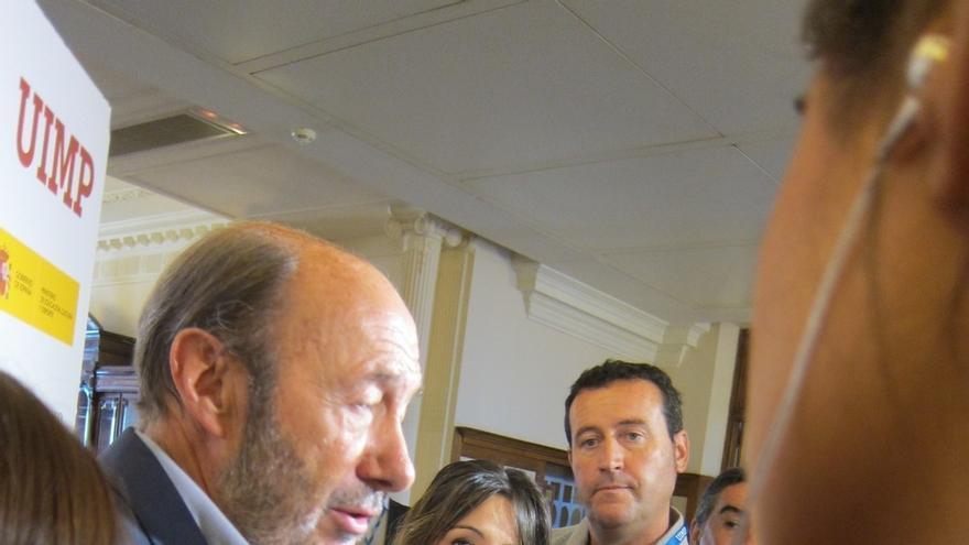 """Rubalcaba cree que el acuerdo para la Mesa del Congreso """"dificulta"""" la investidura de Rajoy"""