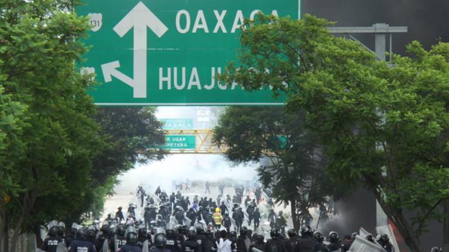 Gobernador atribuye a infiltrados violencia en protesta de maestros en México