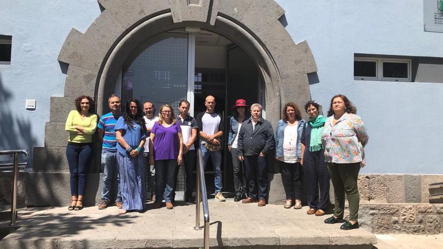 La Corporación municipal de Agüimes guarda un minuto de silencio por el asesinato de la mujer en el municipio.