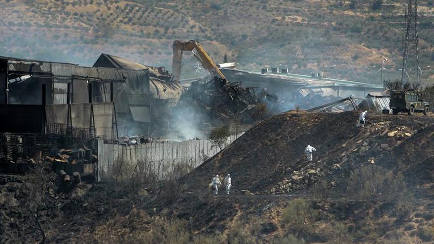Dan por extinguido el incendio en la planta de reciclaje de Chiloeches