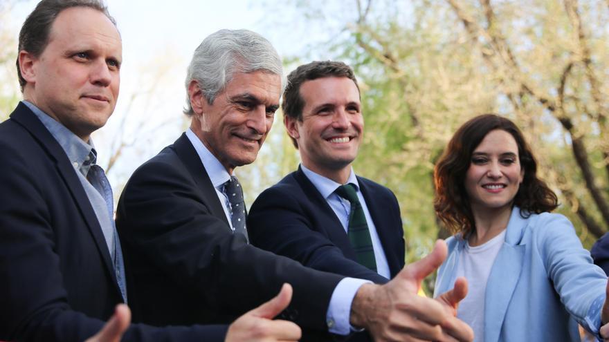 Daniel Lacalle, Adolfo Suárez Illana, Pablo Casado e Isabel Díaz Ayuso en un acto del partido en Madrid