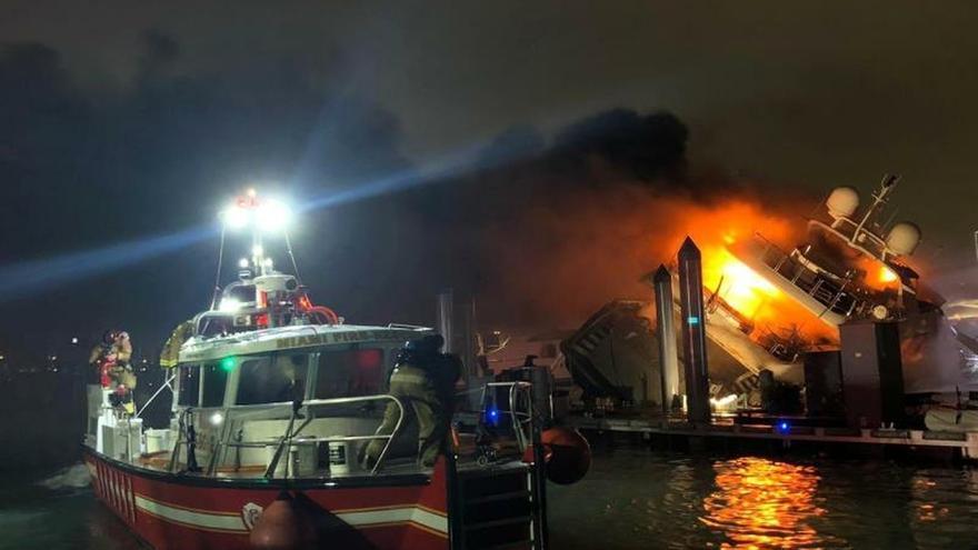 Resultado de imagen para El yate de lujo de Marc Anthony que se quemó en Miami tenía un valor de $7 millones