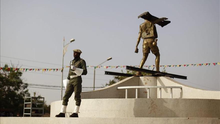 El Ejército negocia para establecer un Gobierno de transición liderado por un civil