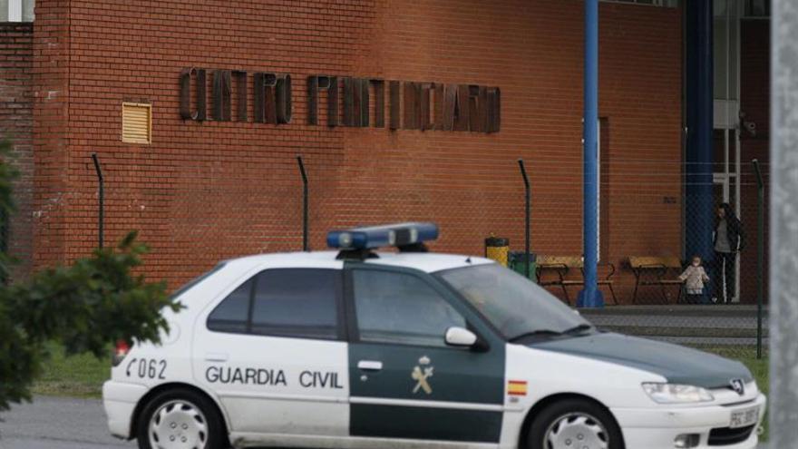 La Guardia Civil interviene medicamentos ilegales en tiendas de sexo en Alicante
