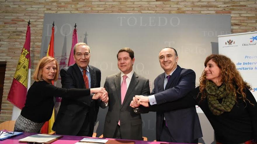 García-Page en la firma del programa Intermedi@ccion con La Caixa