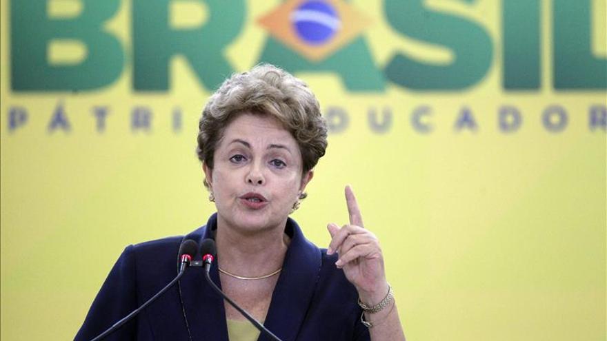 Rousseff, al borde de un juicio político que le puede costar el cargo