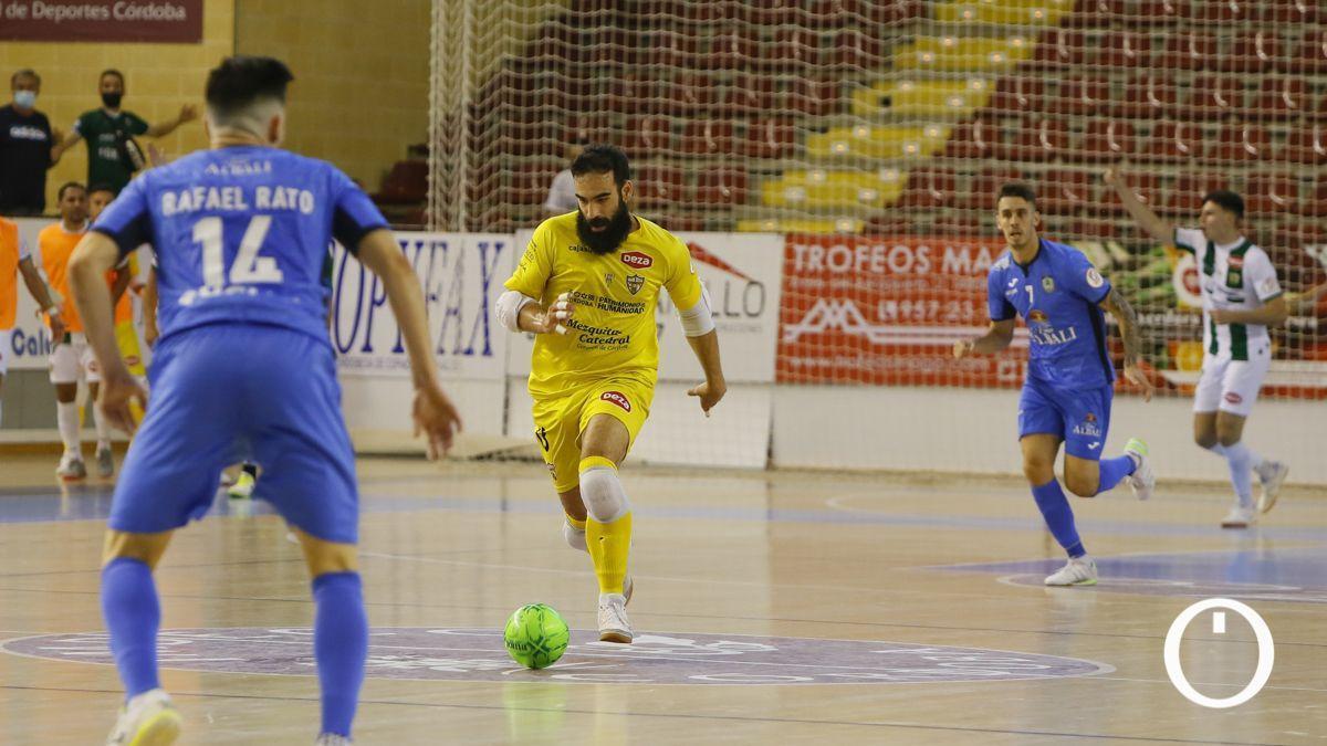 Prieto avanza tras una acción defensiva