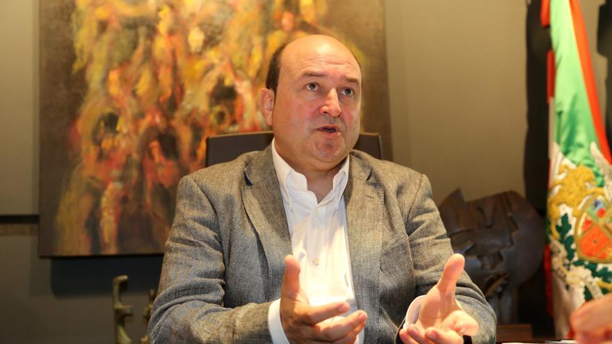"""Ortuzar dice que las reuniones con partidos sobre el nuevo estatus pretenden ver """"si hay agua en la piscina"""""""
