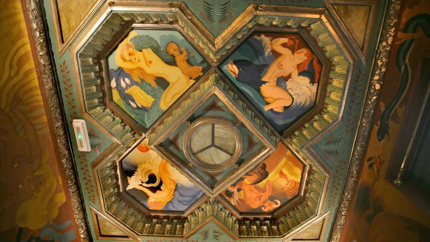 Plafones en el techo del palacete de Santángel de València pintados por Josep Renau
