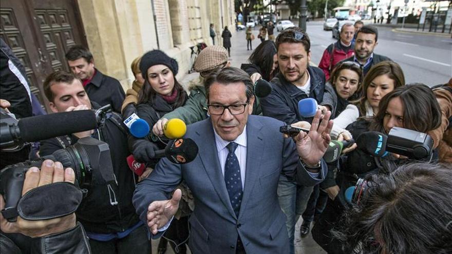 El exalcalde de Torrevieja recoge su orden de entrada en prisión