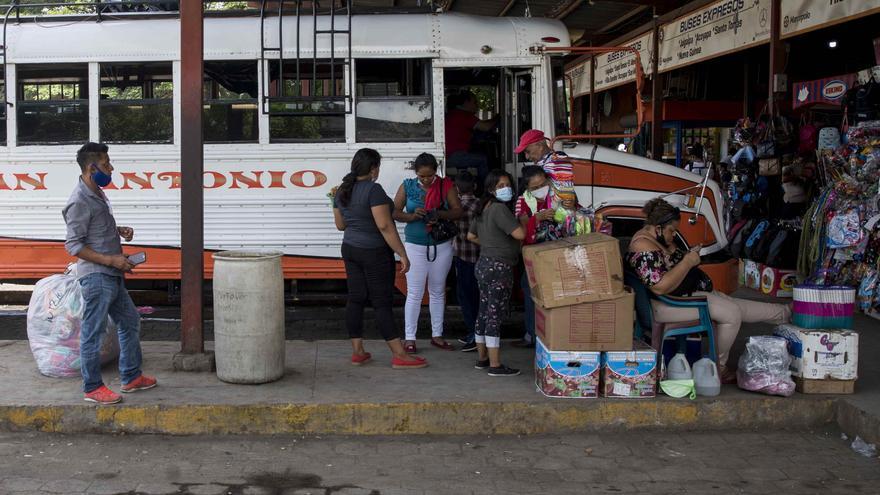 Ola de arrestos en Nicaragua empuja al exilio a opositores y profesionales