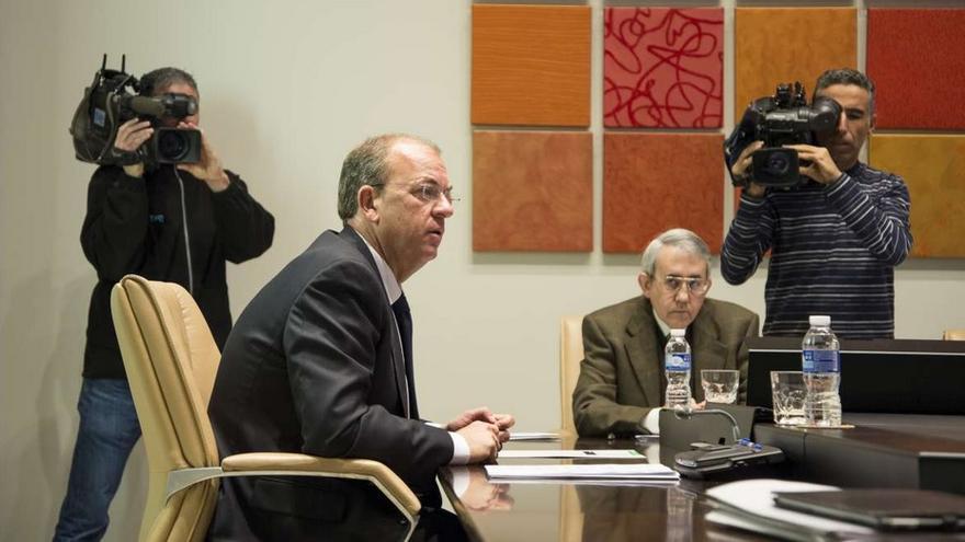 Monago, presidiendo el Consejo de Gobierno de la Junta / GobEx