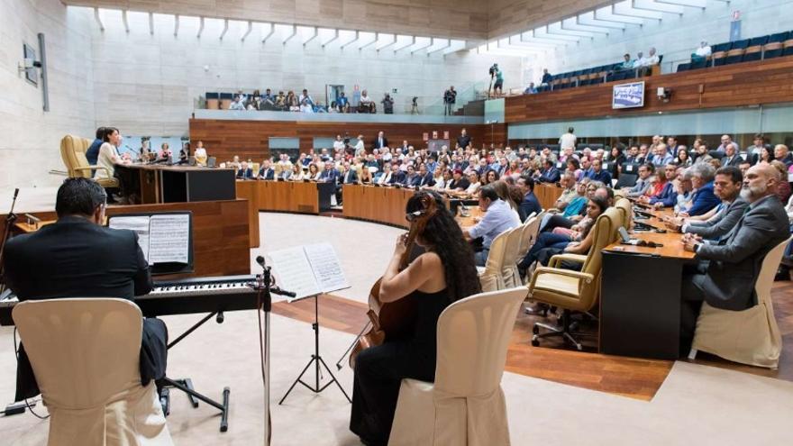 La Asamblea de Extremadura ha acogido por segundo año consecutivo este acto