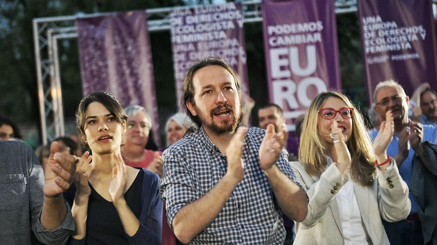 Pablo Iglesias, entre la candidata a la Comunidad de Madrid, Isa Serra, y a las europeas, Rodríguez Palop.