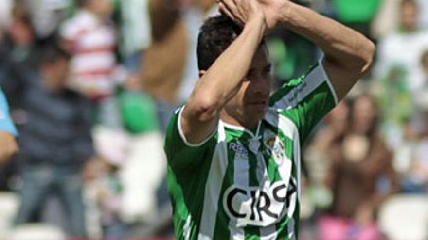 Rubén se lamenta en una imagen de archivo (realbetisbalompie.es).