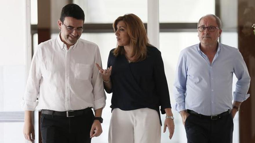Susana Díaz, Mario Jiménez y Juan Cornejo, en el Parlamento andaluz.