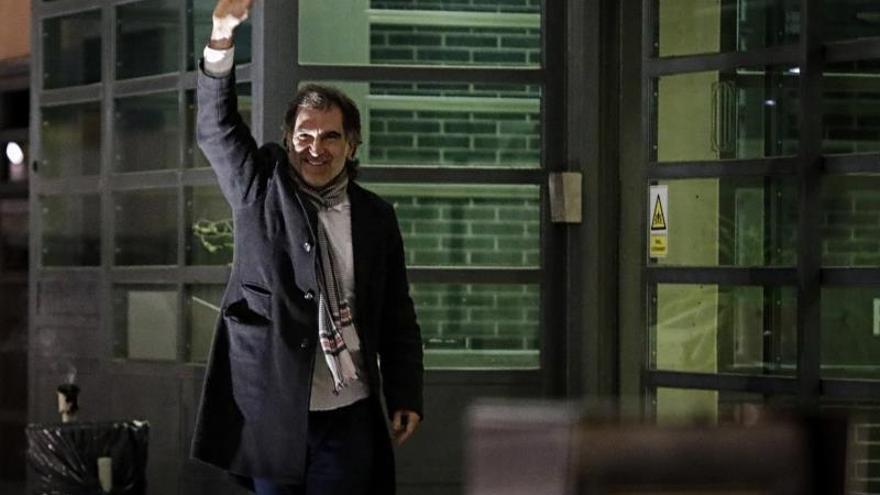 Jordi Cuixart saliendo de Lledoners en su primer permiso