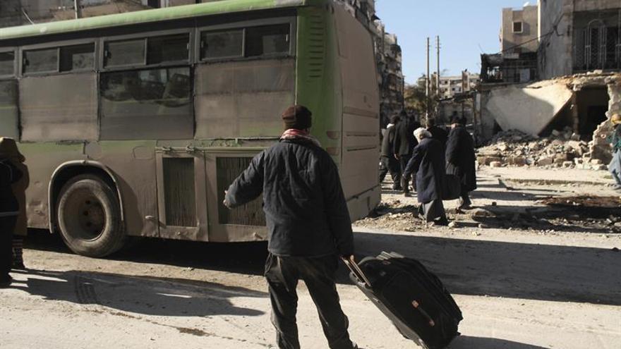 Se reanuda la evacuación de civiles y milicianos en varias zonas de Siria