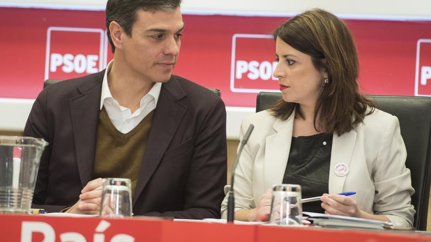 Pedro Sánchez junto a Adriana Lastra durante la reunión de la Ejecutiva.