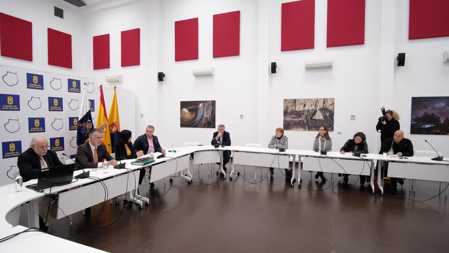 Encuentro  de la presidenta del Parlamento con representantes de organizaciones sociales dentro de la agenda de trabajo del grupo Estrategia para un desarrollo sostenible de las regiones europeas.