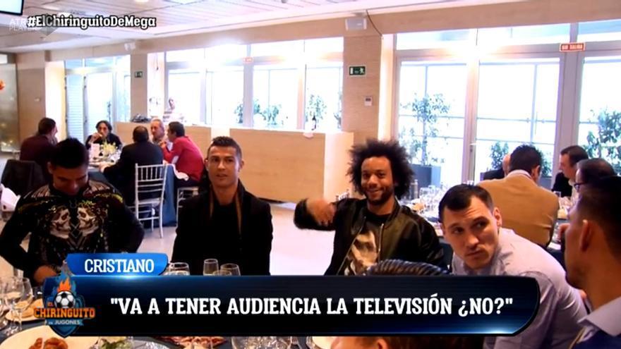 """Cristiano, a un cámara de TV: """"Te han mandado a mi mesa para tener audiencia"""""""