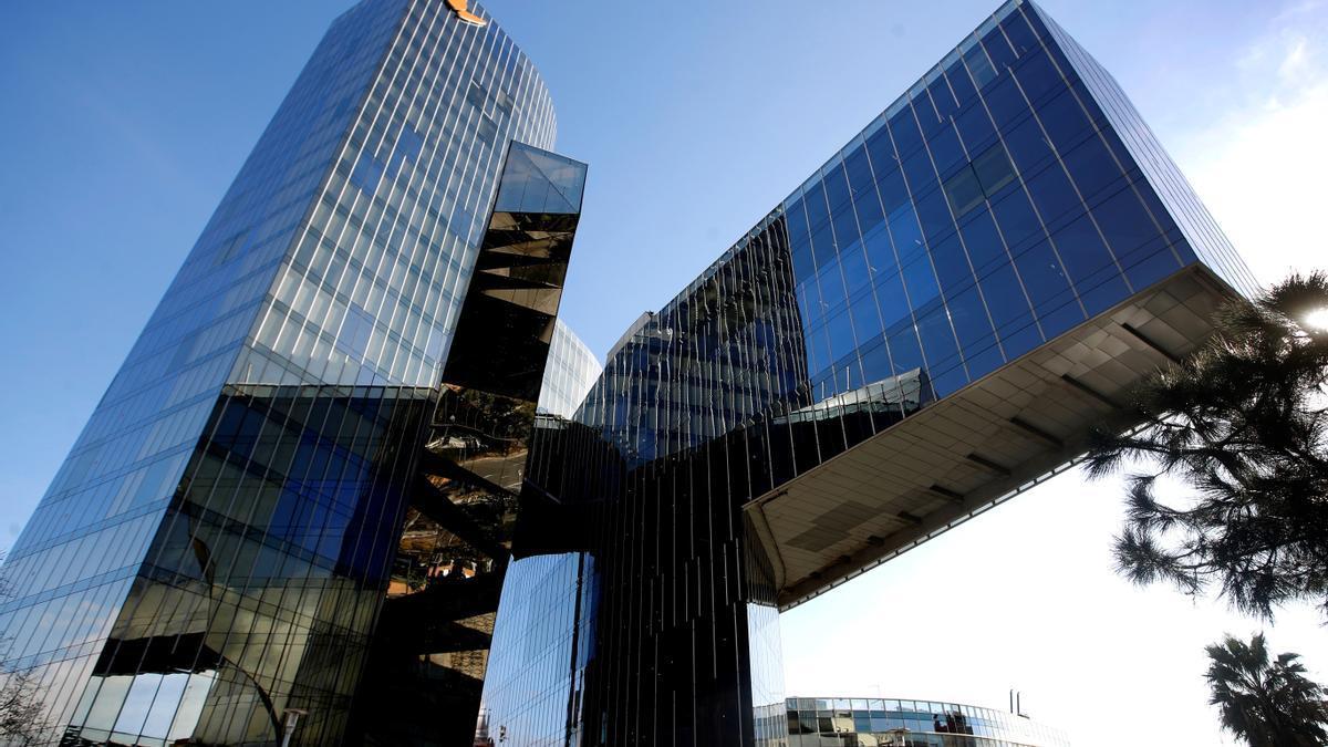 Vista de la sede operativa del grupo energético Naturgy en Barcelona. EFE/Toni Albir/Archivo