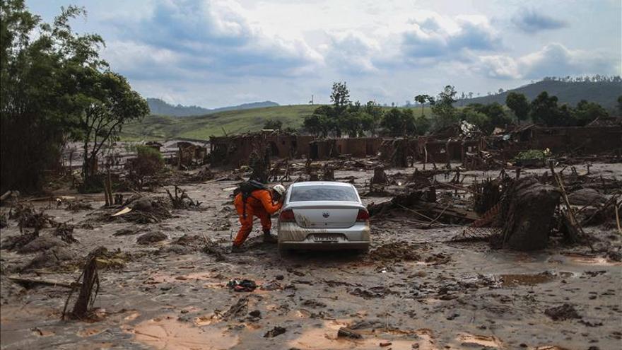 La Justicia bloquea 78,3 millones de dólares de minera tras vertido en Brasil