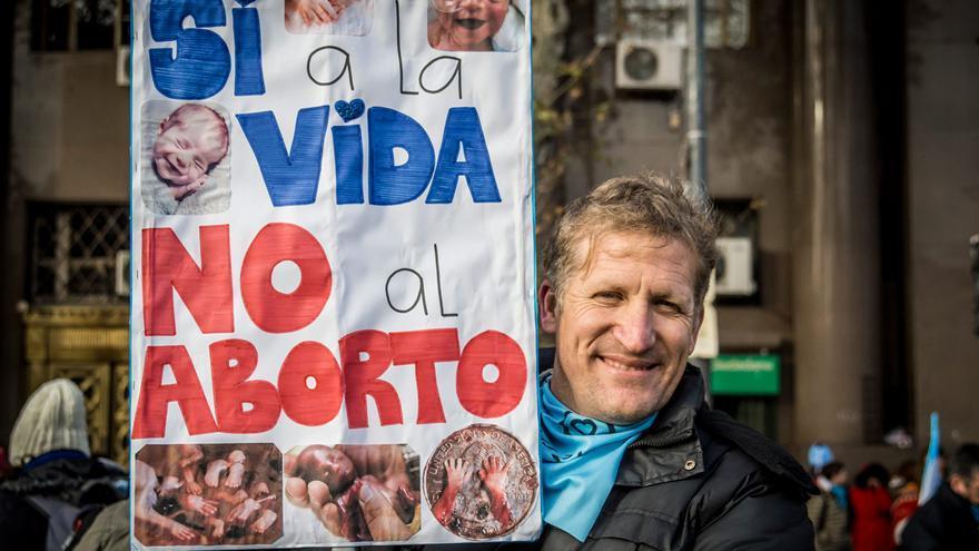 Un militante antiabortista en Argentina / Alejandra Coronel