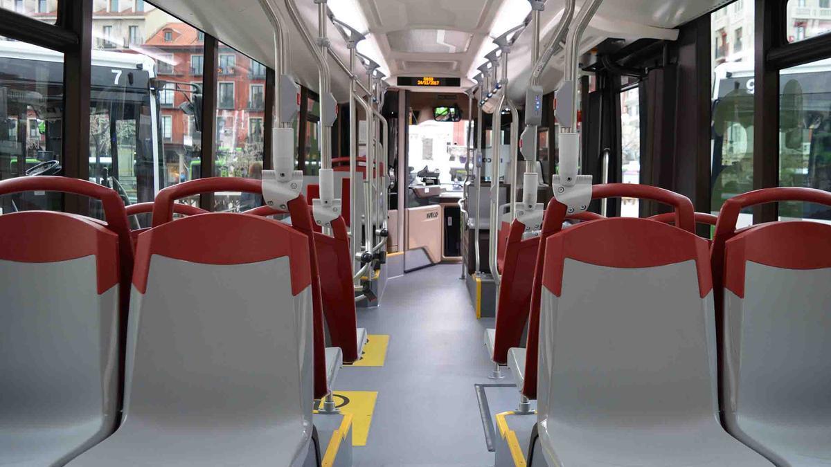 El interior de un autobús de Auvasa en Valladolid.