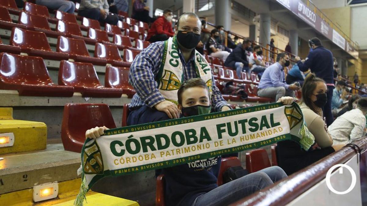 Aficionados del Córdoba Patrimonio en Vista Alegre.