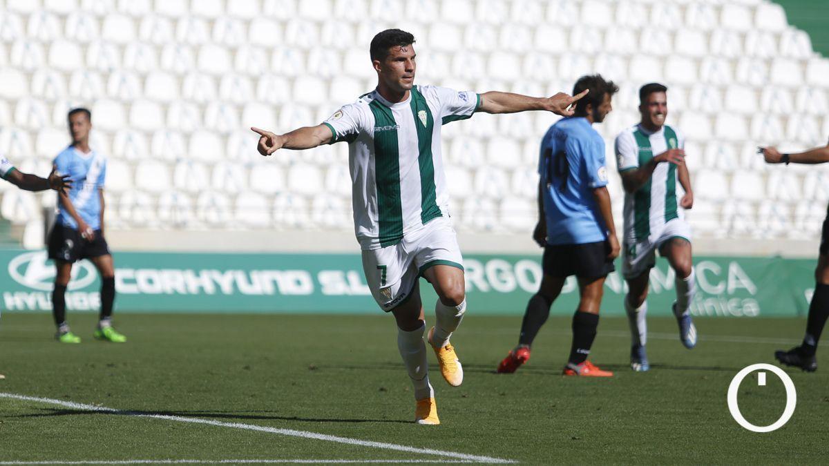 Willy celebra un gol en El Arcángel
