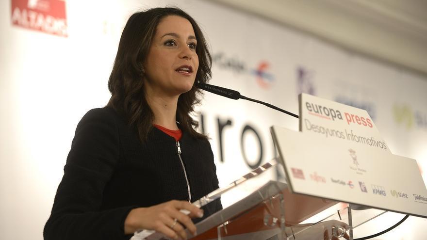 """Arrimadas advierte de que hay discursos políticos en el independentismo que """"inflaman a la sociedad"""" catalana"""