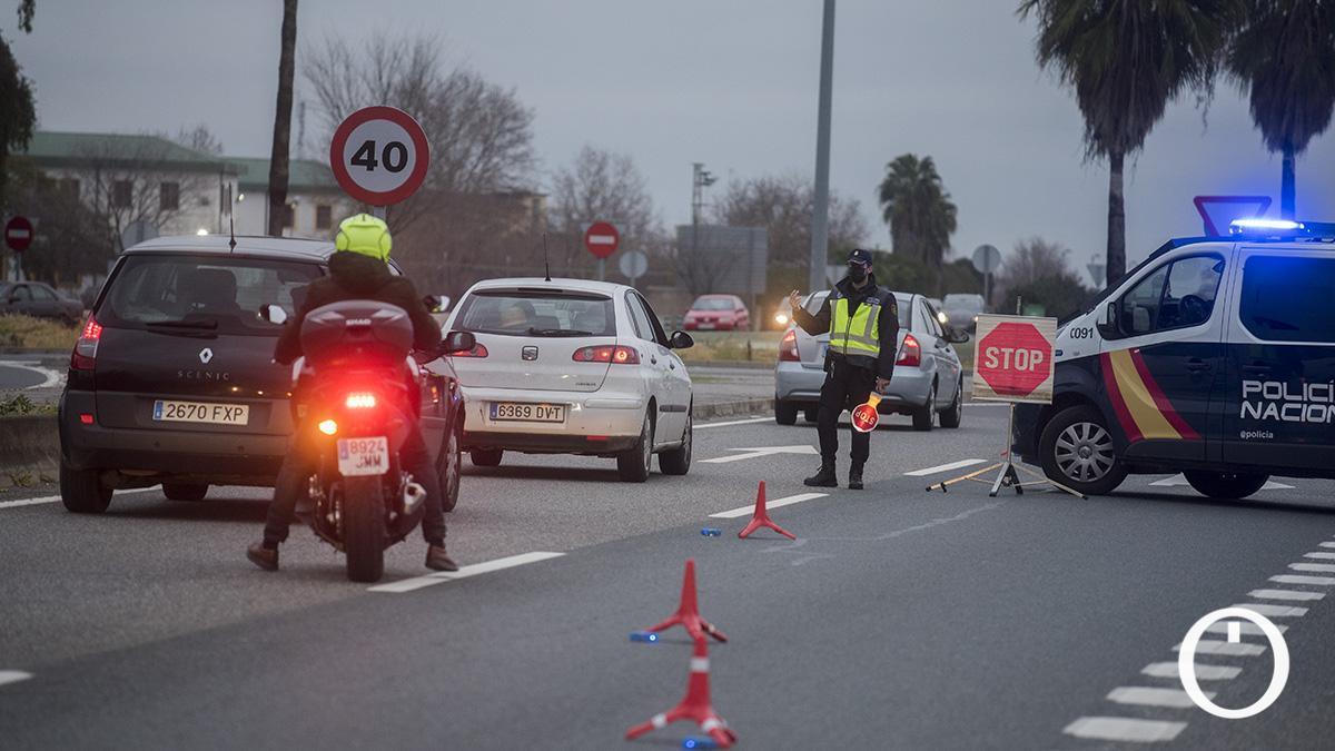Control de Policía Nacional en la carretera de Villarrubia