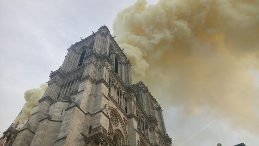 La catedral de Notre-Dame, en llamas.