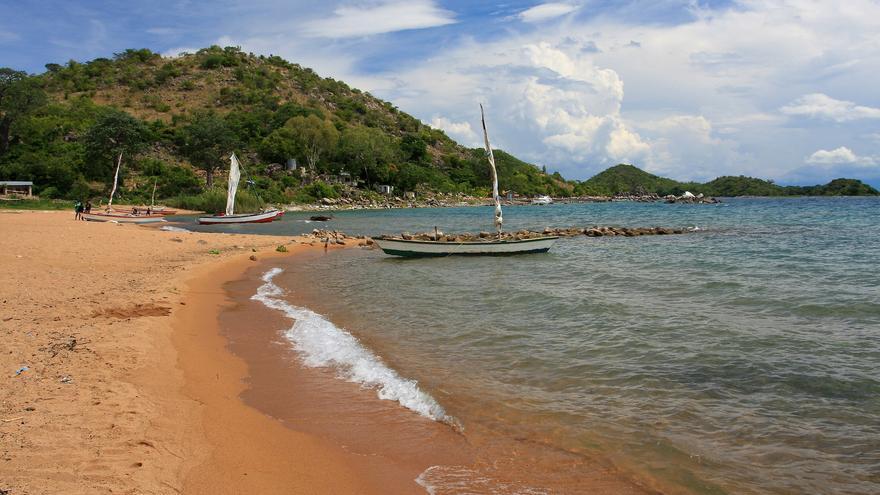 Playa en la isla de Likoma, una de las más gratas sorpresas del Lago Malawi. TravelingOtter