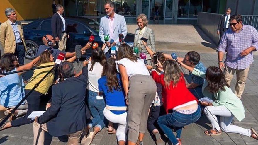 Periodistas preguntan al Rey Felipe
