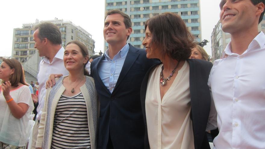 """Rivera pide al PSOE que elija entre """"el error de sumar con los nacionalistas"""" o """"llegar a acuerdos"""" con C's y PP"""
