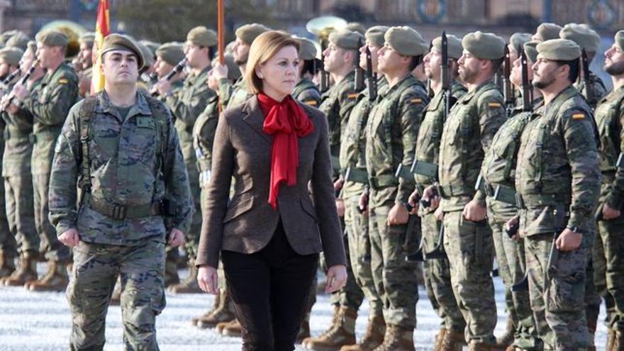 La ministra Cospedal pasa revista a las tropas