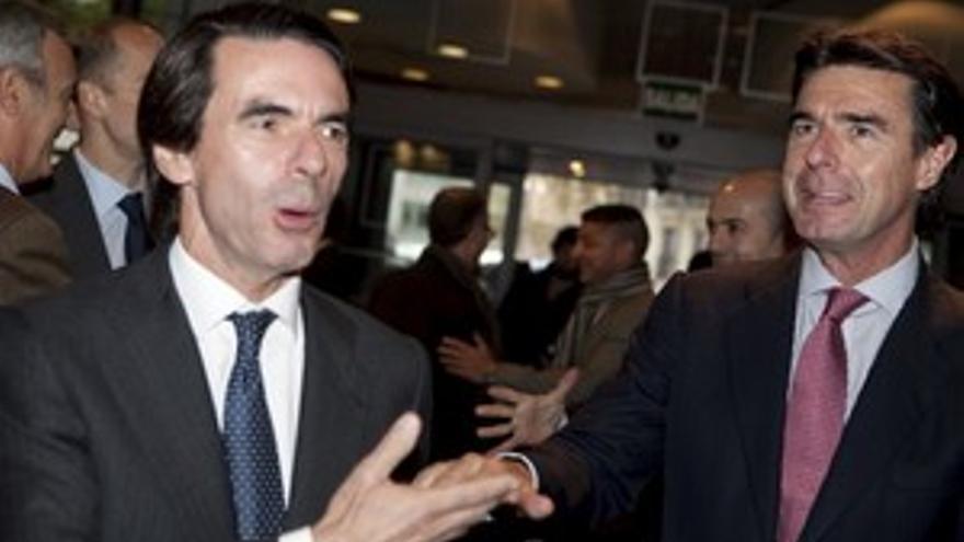José Manuel Soria, a la derecha de José María Aznar, este lunes en la Ejecutiva Federal del PP. (ACFI PRESS)