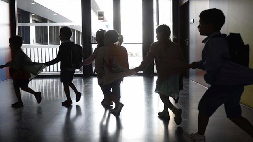 Niñoz en un colegio