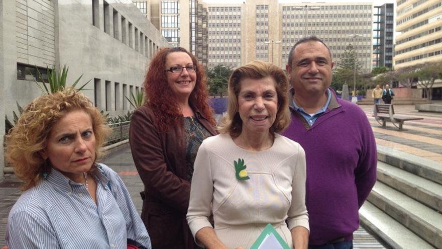 La presidenta de Compromiso por Gran Canaria, Nardi Barrios, presenta una moción para un gran pacto en Canarias.