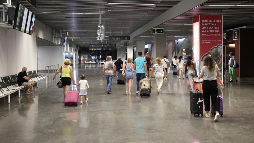 Canarias recupera al 55% de su mercado turístico al inicio de la temporada alta
