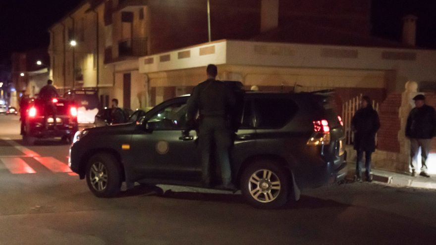 El operativo desplegado por la Guardia Civil continúa buscando al individuo que supuestamente ha asesinado a al menos tres personas entre las poblaciones de Albalate del Arzobispo yAndorra