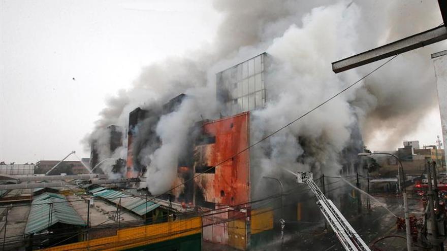 25 Muertos y 4 heridos en el incendio de una escuela religiosa en Malasia