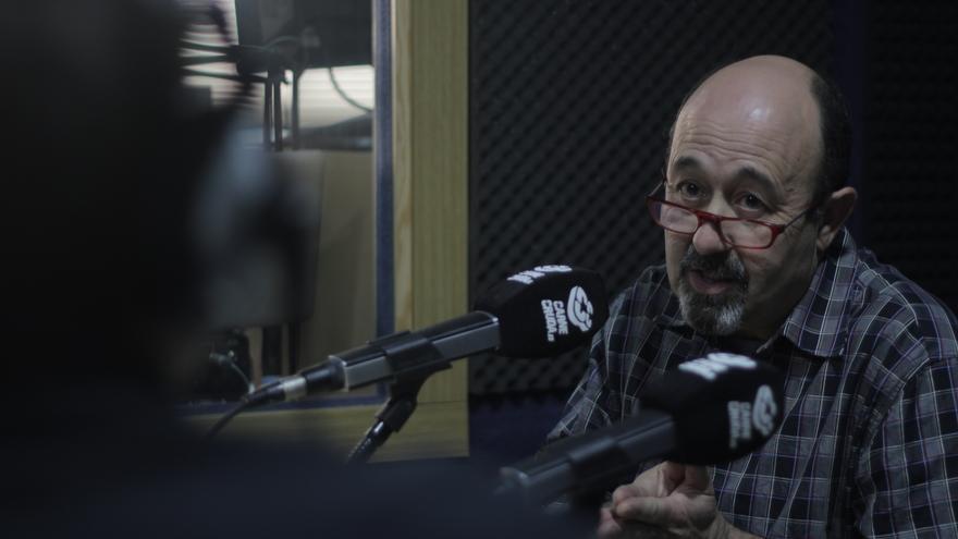 Juan Antonio Gómez Liébana de la Coordinadora Antiprivatización de la Sanidad en Carne Cruda - Álvaro Vega