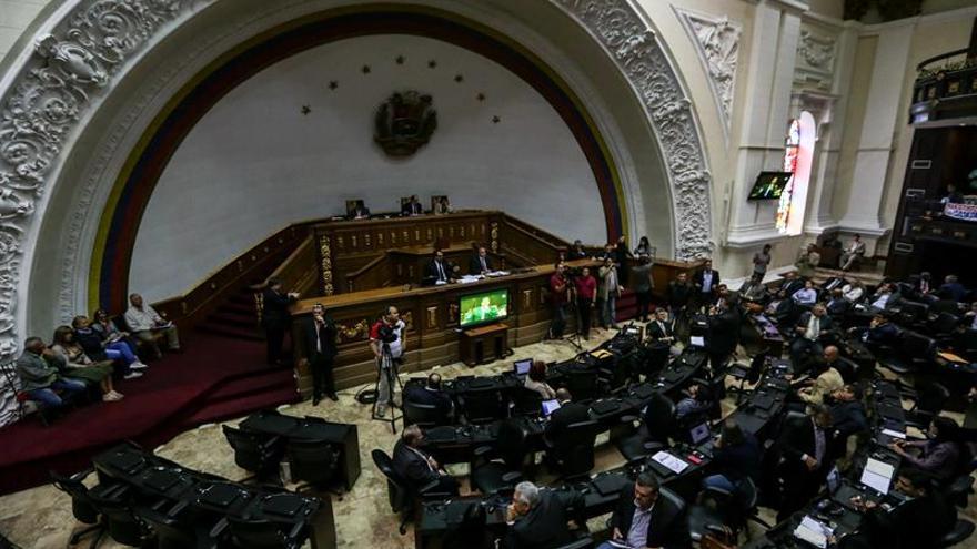 El Supremo venezolano decide asumir las competencias del Parlamento por su desacato