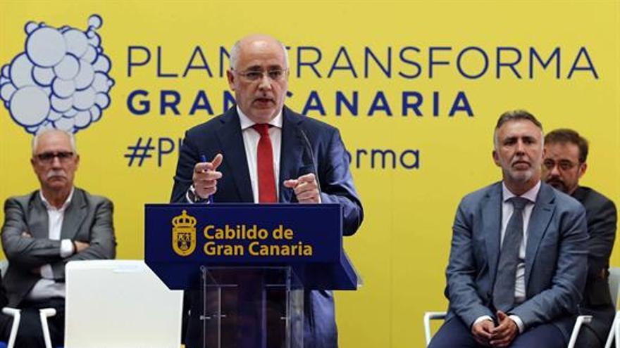El presidente del Cabildo de Gran Canaria, Antonio Morales, presentó este martes la programación de inversiones que va a acometer la corporación este año. EFE/Elvira Urquijo A.