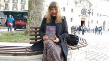 La autora de 'Doce balas en el alma' sobre el atentado del agente local Francisco Ruiz llama a los vascos a reinventarse